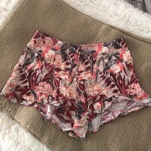 Printed, ruffled shorts